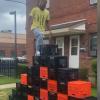 瓶ケースで積み上げた階段を上る「Milk Crate Challenge」がやばいwwww